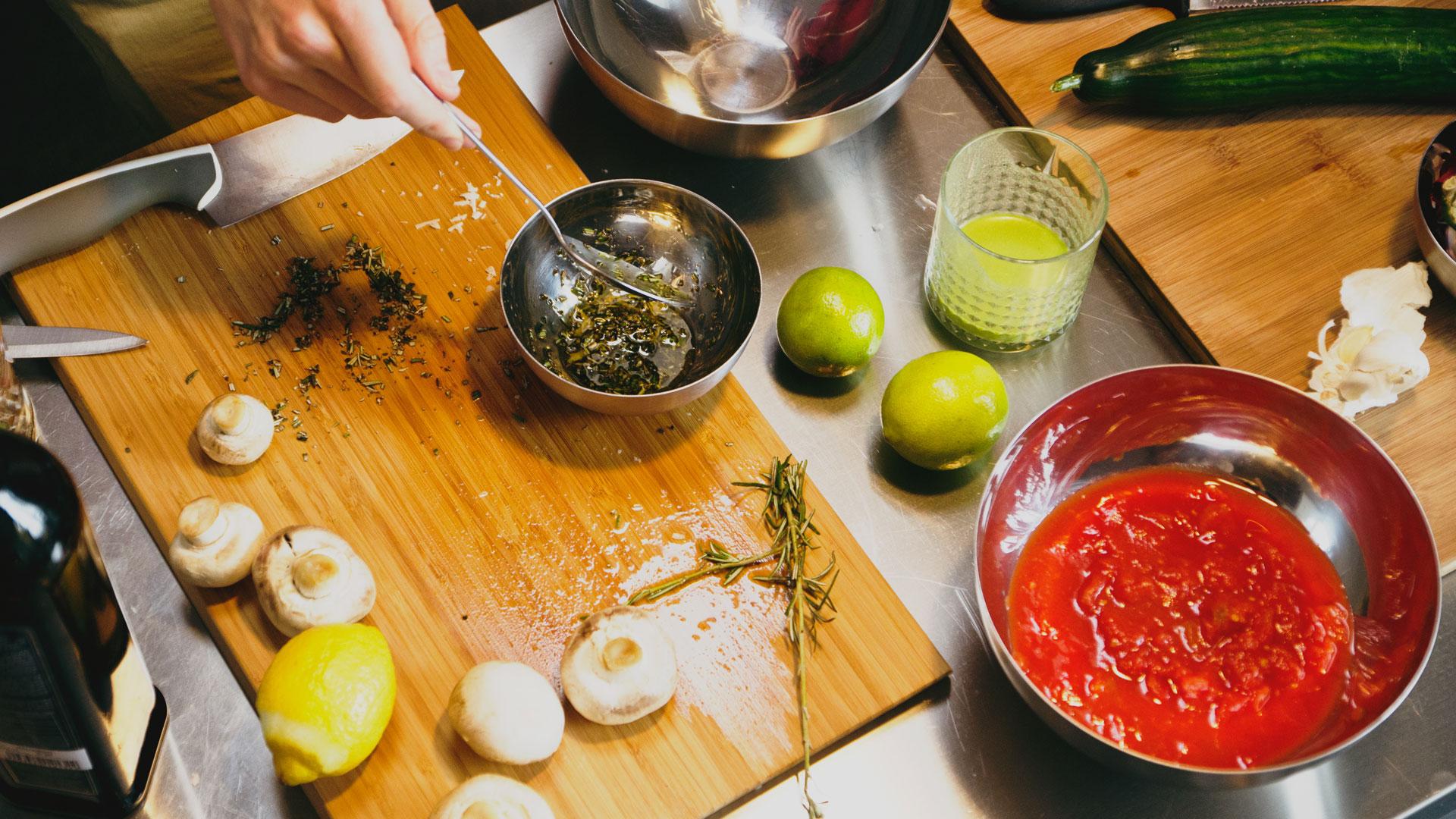 Alastair-prepares-ingredients-for-his-healthy,-vegan,-gluten-free-lentil-lemon-rosemary-rocket-sald-recipe-Foodadit