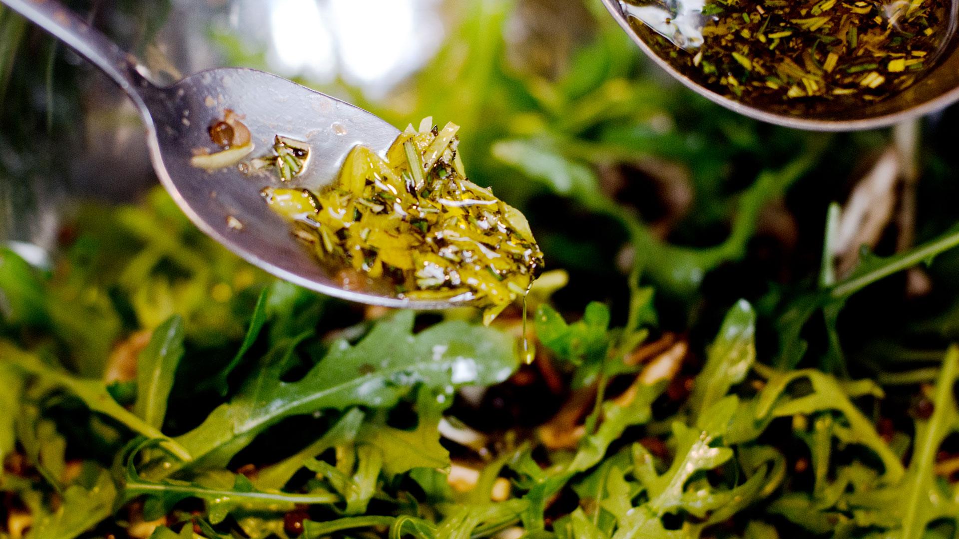 Alastair-prepares-vegan-gluten-free-lemon-and-rosemary-salad-dressing-Foodadit