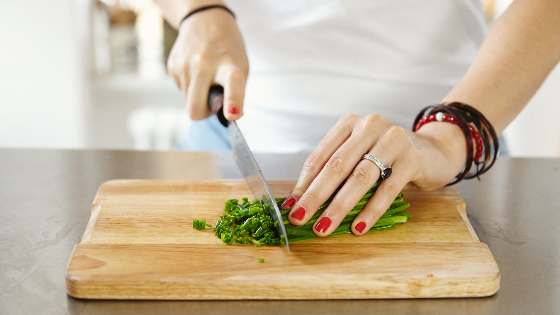 catherine-cuello-from-greenhopping-chopping-chives-for-her-sweet-potato-kale-and-chives-recipe-foodadit