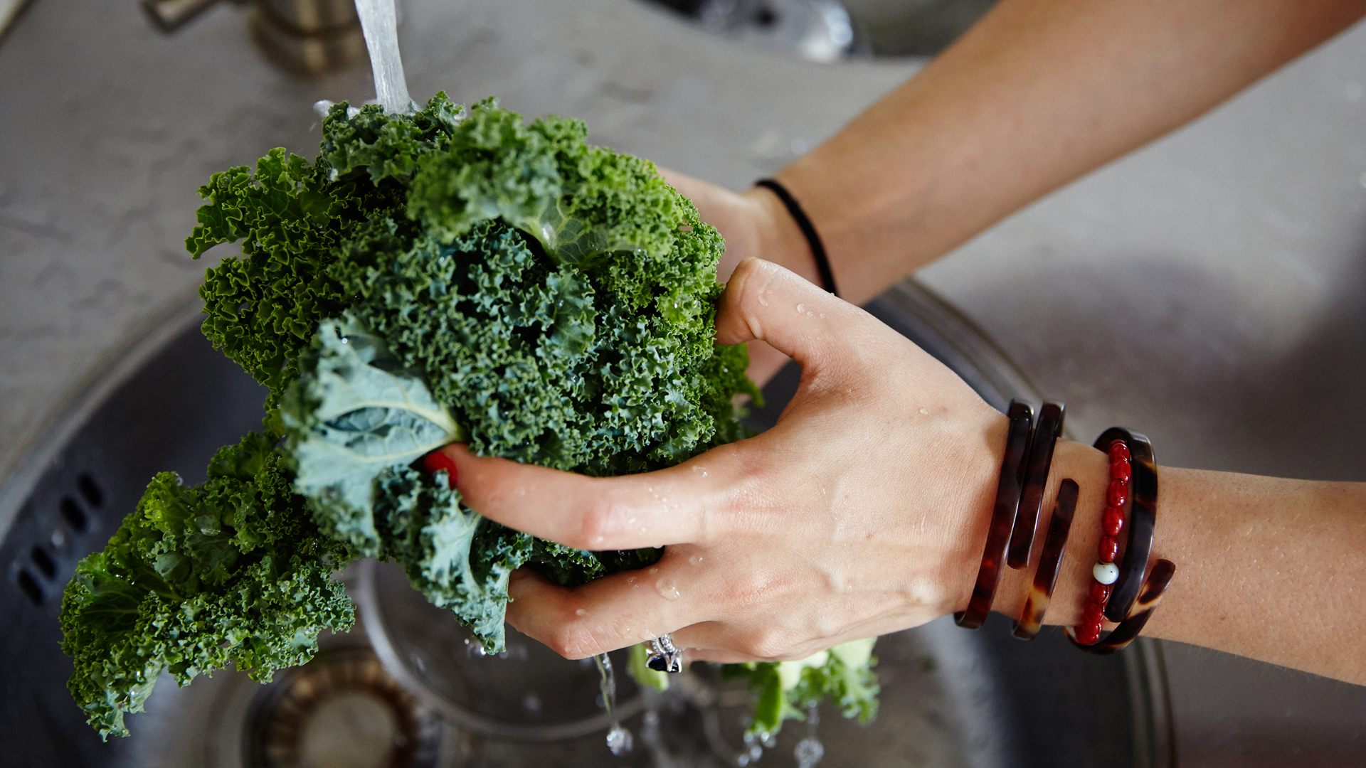 catherine-cuello-washing-kale-for-her-sweet-potato-kale-and-chives-recipe-foodadit