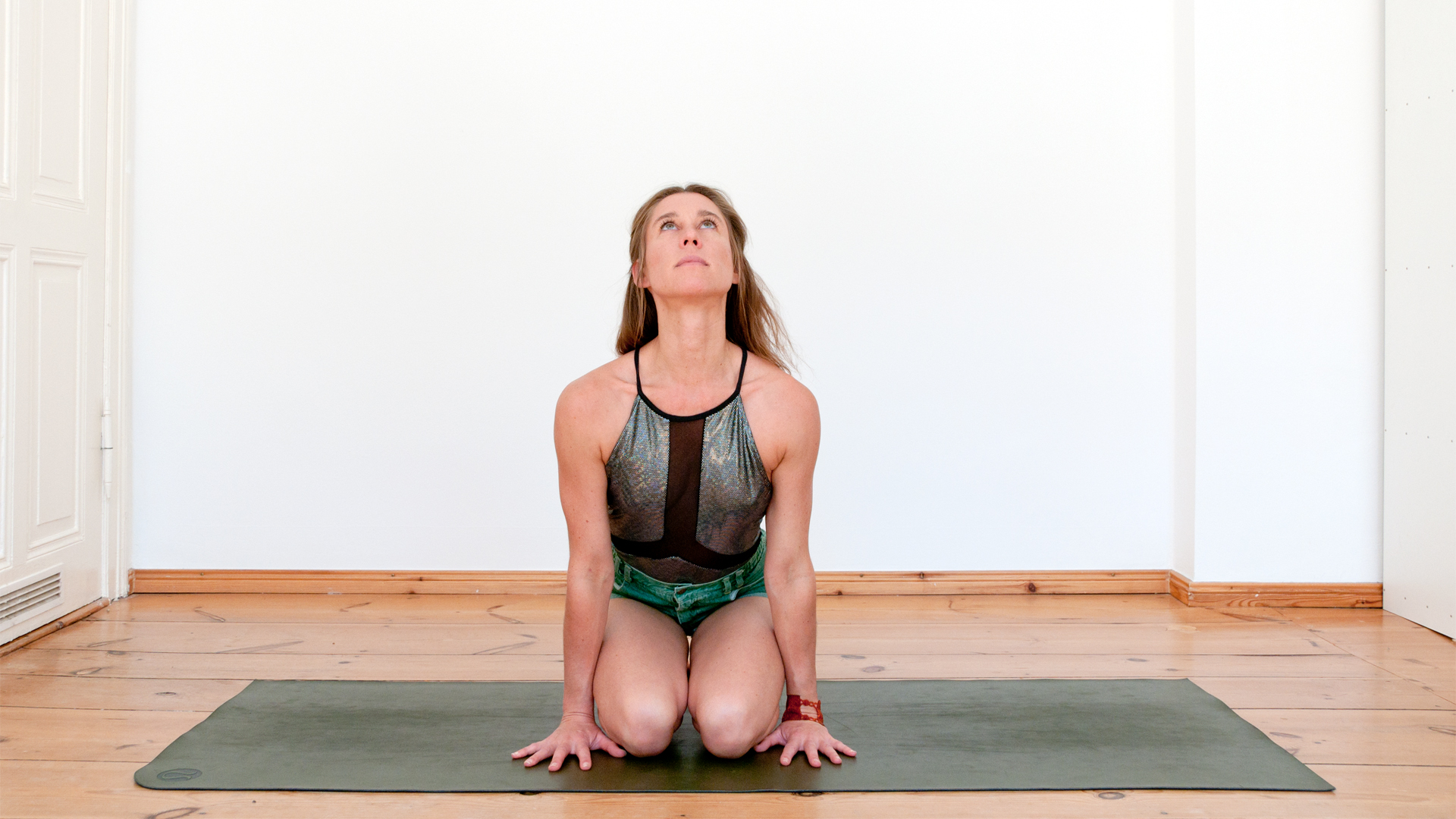 Eva Kaczor shares Breath Exercise from Kundalini Yoga with Foodadit