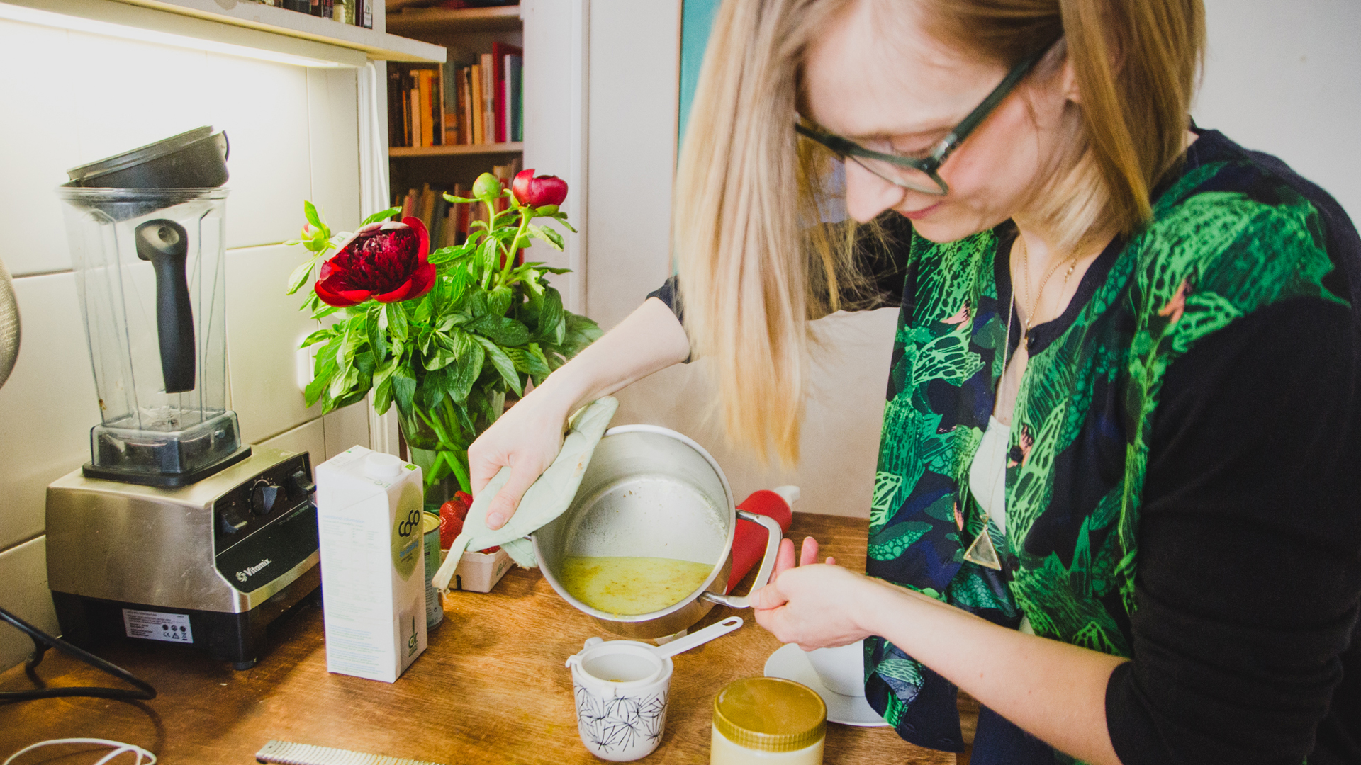 Isabella Paulsen pouring her Bulletproof Turmeric Latte.