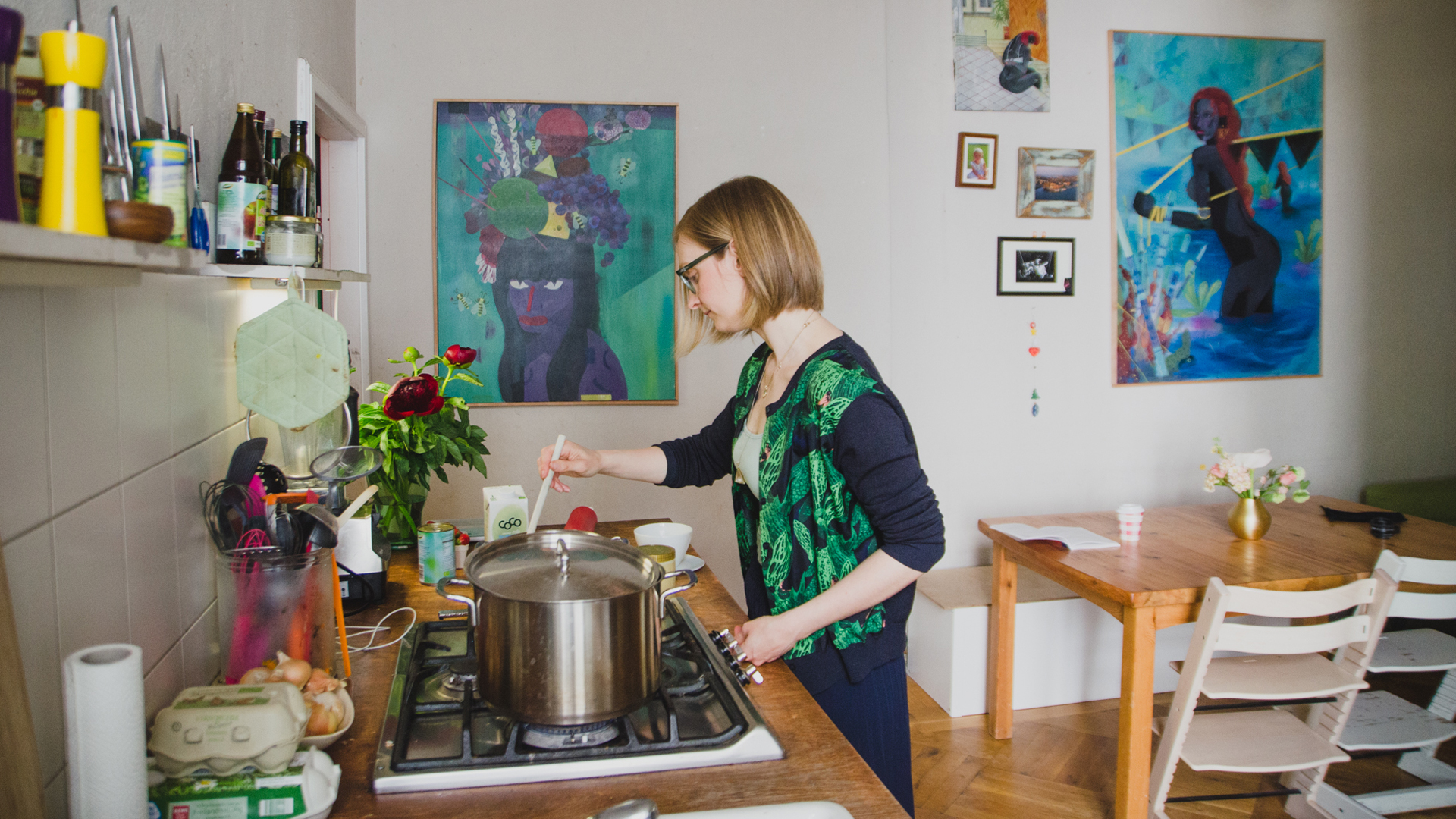 Isabella Paulsen preparing her Bulletproof Turmeric Latte.