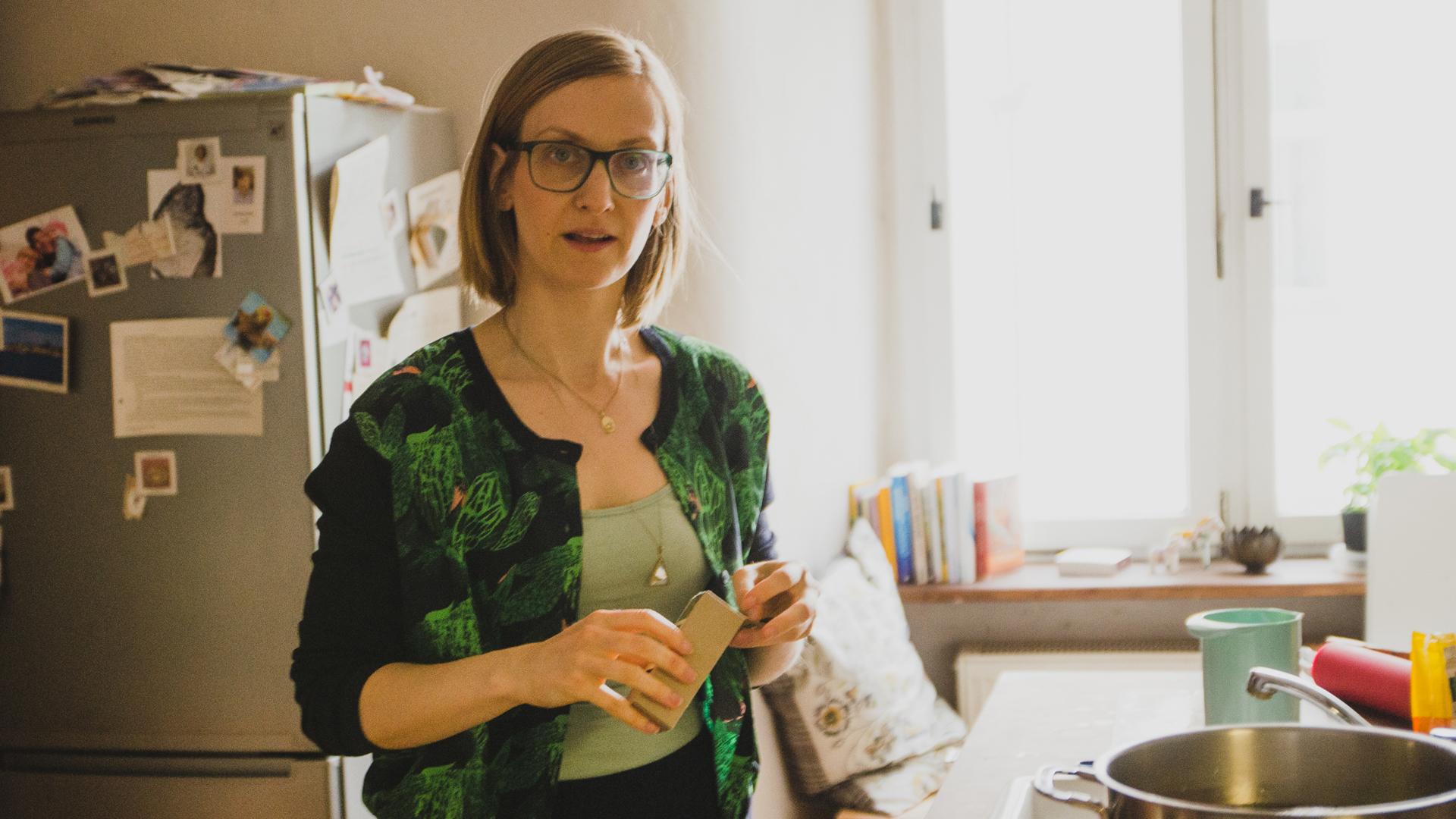 Isabella-Paulsen-talks-about-leaky-gut,-meditation,-yoga-and-bone-broth-Foodadit