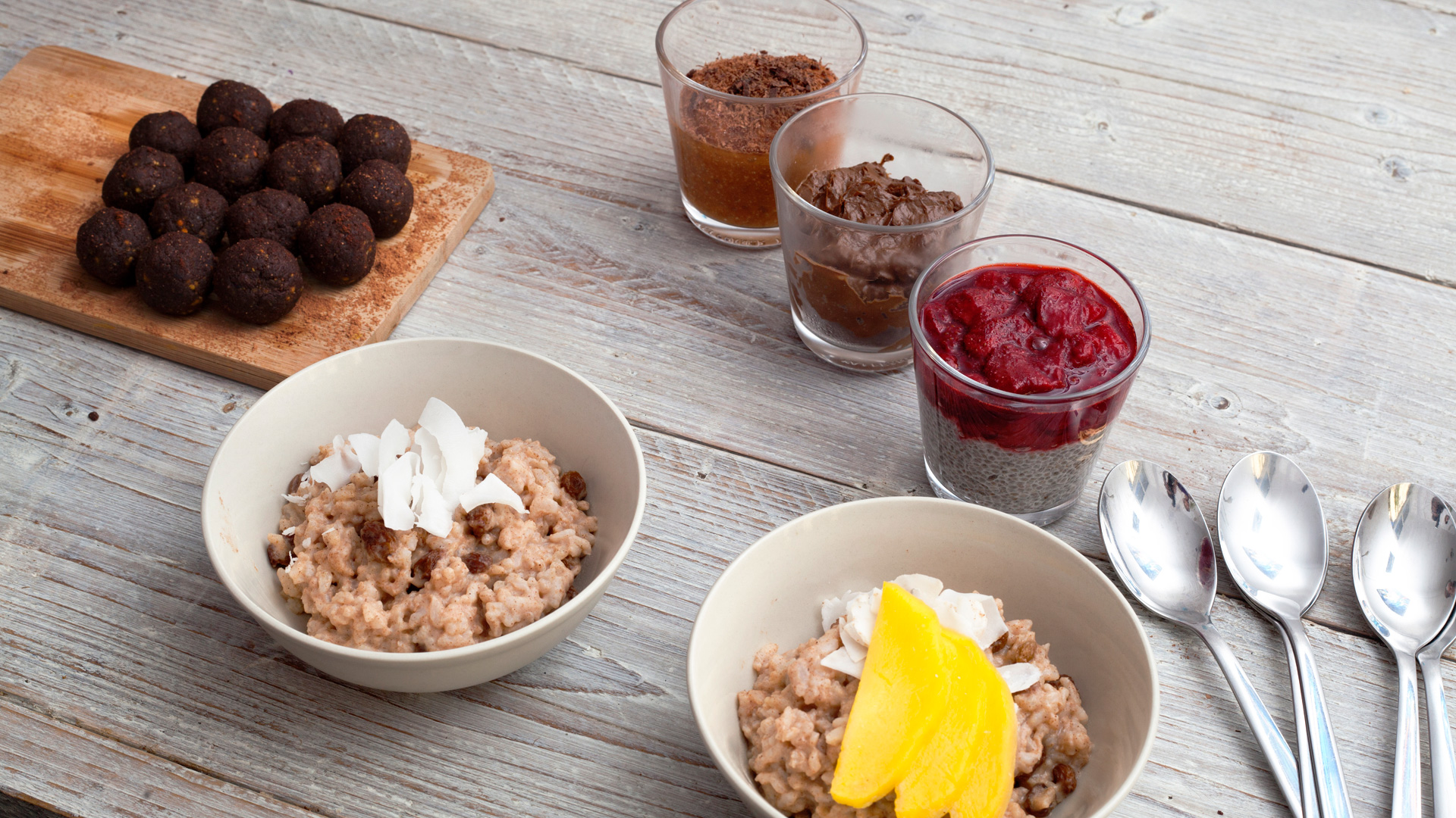 Linsey Boersbroek created a selection of delicious and healthy desserts and snacks for Foodadit.