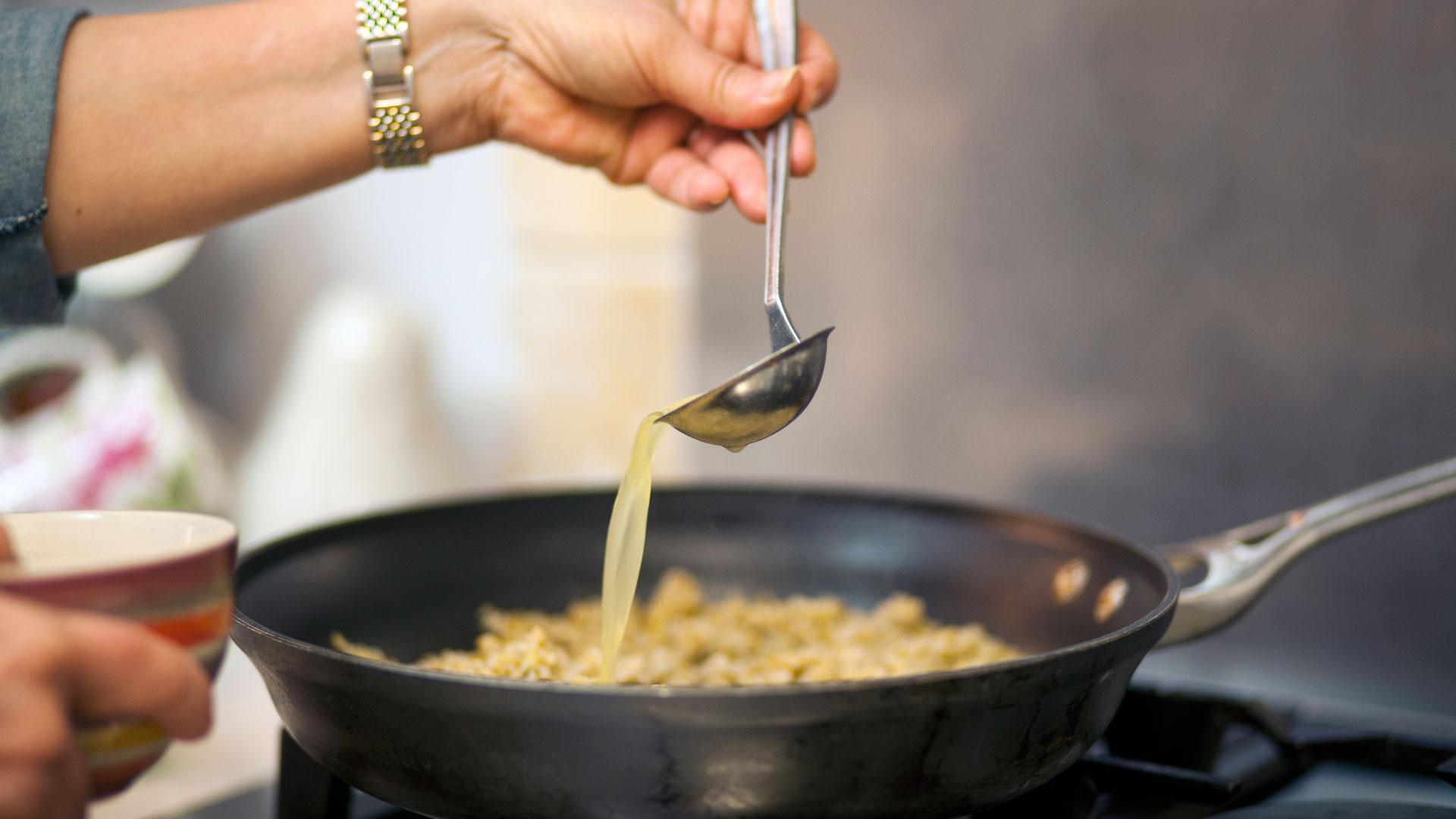 Sara-Prezman-preparing-healthy-recipes-for-Foodadit